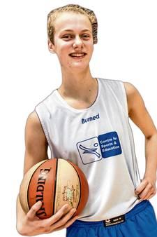 Basketbaltalent Sofie Bruintjes maakt overstap naar Amsterdam