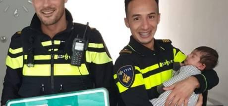 'A2-baby' krijgt hectometerpaal cadeau van agenten