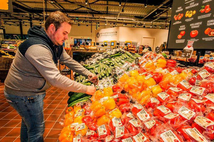 De laatste werkzaamheden om woensdag de Jumbo Food Markt te kunnen openen.