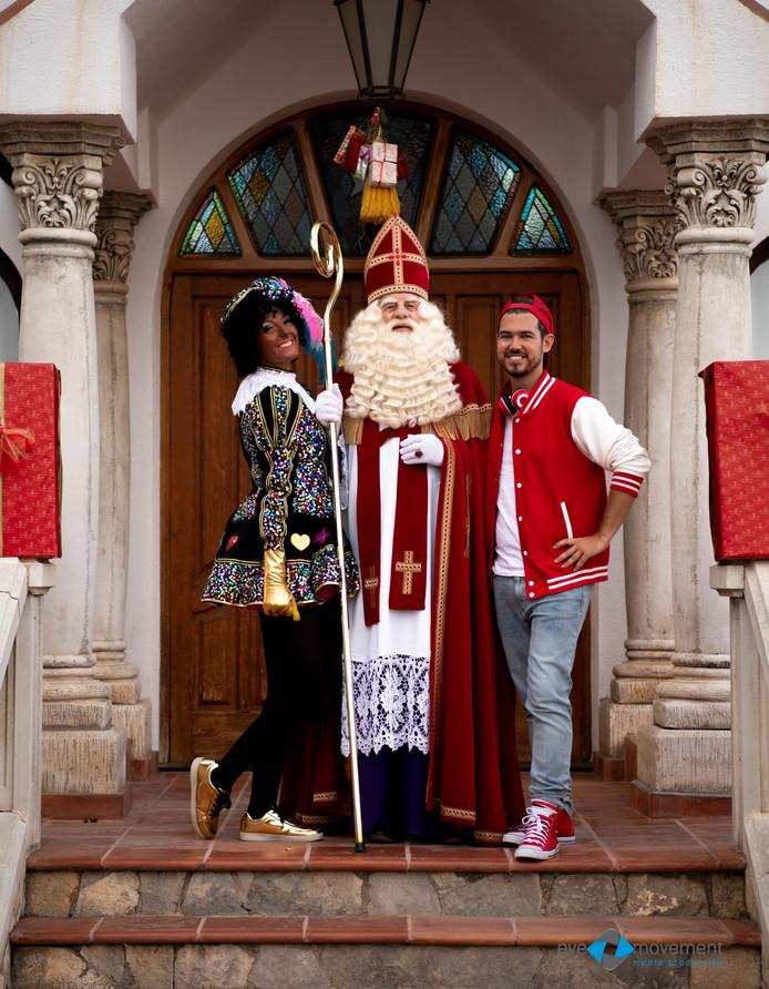 Lisa Lotte de Geus was als hulpje van Sinterklaas Bram van der Vlugt in Spanje. Ook Sander Bekkering, die het Kids-DJ-concept bedacht, was aanwezig in Zuid-Europa.