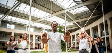 Achttien leerlingen lopen stage en krijgen les in zorgcenrum van RijnWaal Zorggroep: 'Je past theorie direct toe in praktijk'