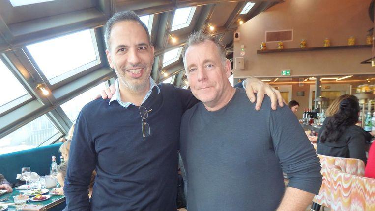 Kok/rockster Yotam Ottolenghi verkocht 400.000 kookboeken in Nederland: 'Bijna net zoveel als Jamie Oliver, right?' Met Nacaratchef Ron Blaauw. Beeld Schuim