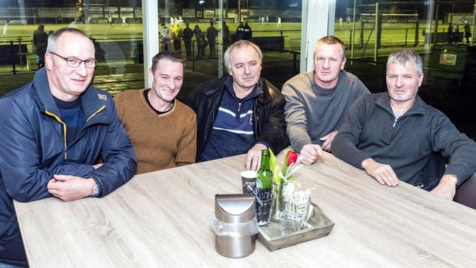 De Kreeften van Klundert: Rien, Arend, Teunis, Peter en Cor (van links naar rechts).