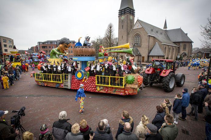 De Smoezen, de oudste carnavalsvereniging boven de rivieren, doet inmiddels vijftien jaar mee aan optochten, maar de laatste vijf jaar moest de vereniging telkens verkassen. Nu krijgen ze een eigen plek.