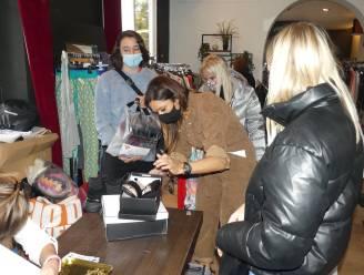 Valerie De Booser ruimt kleerkast op: in de rij om haar kledingstukken te bemachtigen