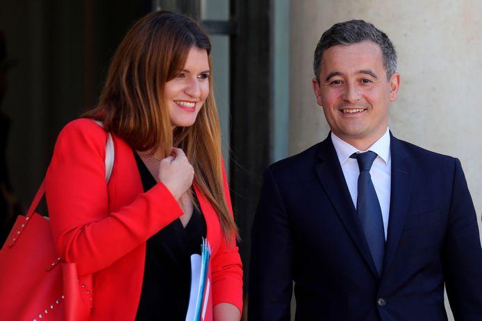 De kersverse minister Darmanin, hier rechts naast een andere nieuwe minister in Macrons kabinet, Marlene Schiappa.