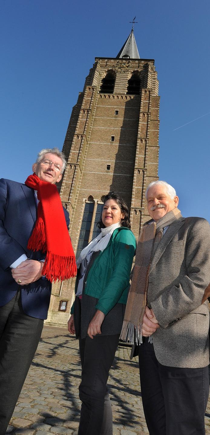 Peter van Stekelenburg, Maria van den Weijgert en Bert van Kesteren voor hun geliefde kerkgebouw