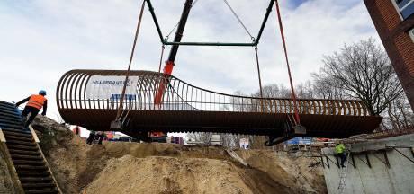 Plaatsing fietsbrug is spektakelstuk voor Bergen op Zoom