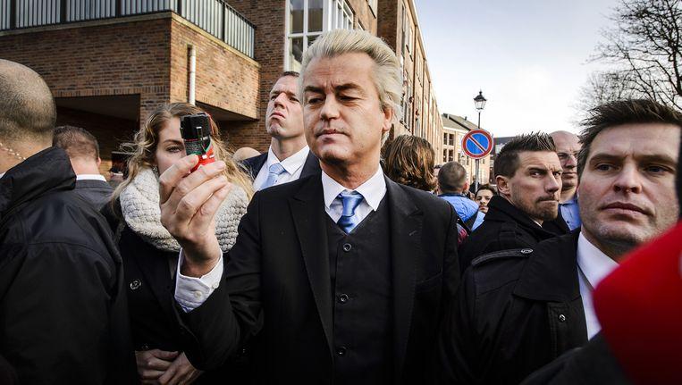 PVV-fractievoorzitter Geert Wilders op een demonstratie waarbij hij zogenoemde verzetsspray uitdeelde Beeld anp