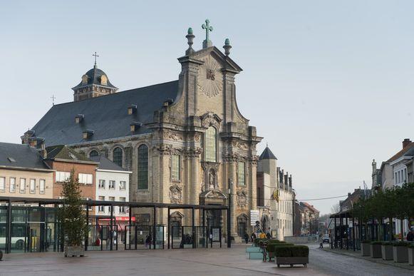 De Sint-Pieter en Paulkerk zal midden 2015 volledig in ere hersteld worden.