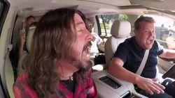 VIDEO: Foo Fighters laten zich gaan in nieuwe Carpool Karaoke (maar zijn ze even goed als deze artiesten?)