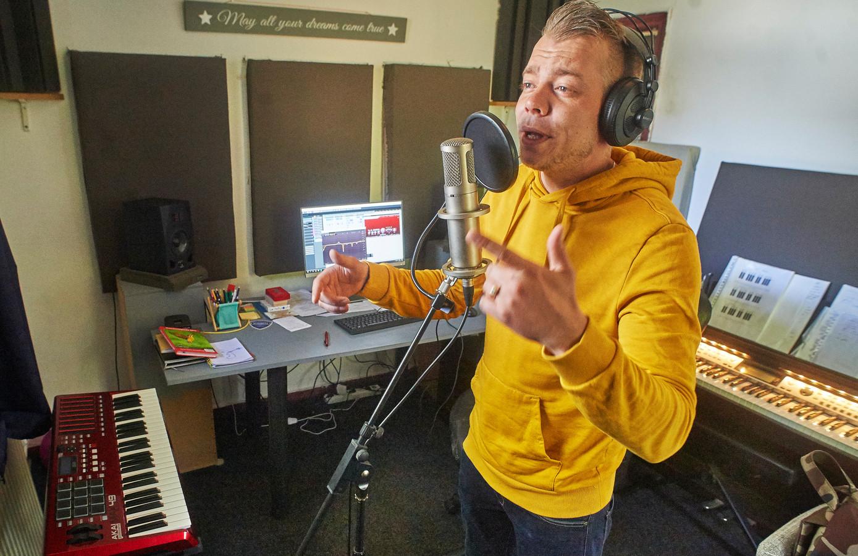 De Veghelse rapper Gert-Jan Pelkman brengt volgende week zijn eerste album uit.