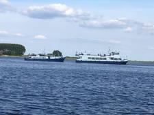 Rondvaartboot met passagiers loopt vast op Veerse Meer