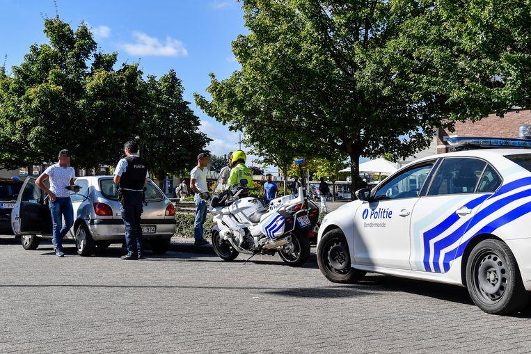 De politie controleerde aan het station.