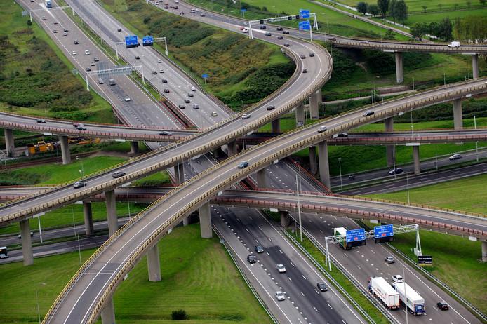 Luchtfoto van de A4 ter hoogte van Prins Clausplein. Ter illustratie.