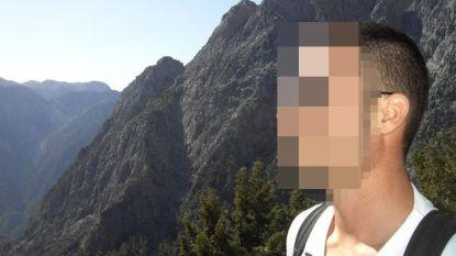 Politieman moet 12 jaar naar cel: hij probeerde zijn vroegere buurvrouw te doden met rattenvergif in praline