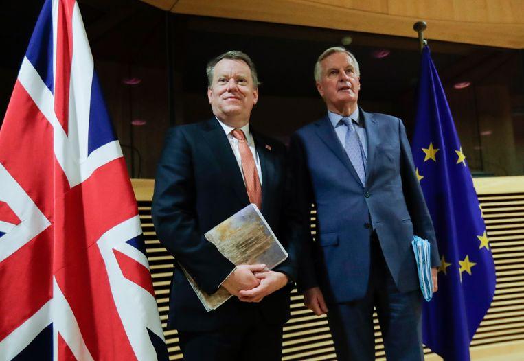 Europese hoofdonderhandelaar Michel Barnier (rechts) spreekt met de Britse hoofdonderhandelaar David Frost - maart 2020.