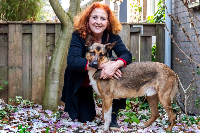 """Marja Oosterman schreef een boek over honden.,,Leven met een hond."""""""