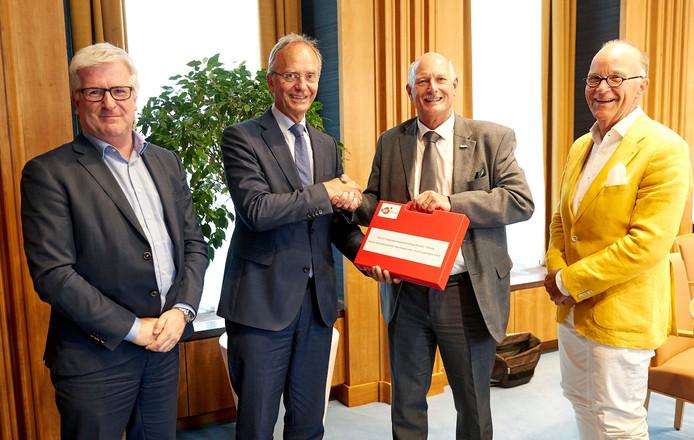 Van links naar rechts: Erik van Merriënboer, minister Kamp, Ron Dujardin, Paul Vermeulen.