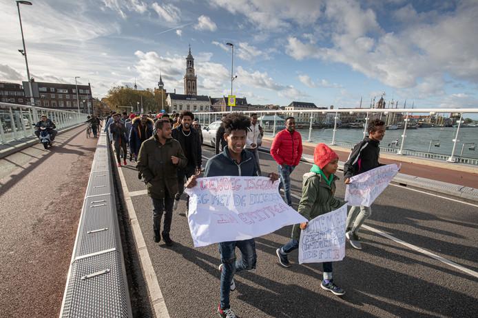Afgelopen zondag vond er op het Burgemeester Berghuisplein in Kampen een Eritrese betoging plaats. Met deze bijeenkomst vroeg men aandacht voor de kwestie in Eritrea.