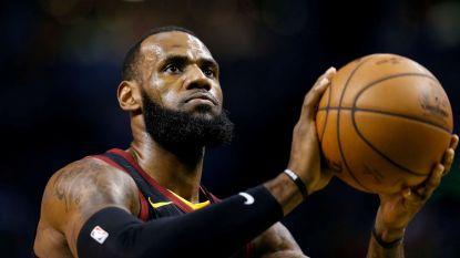 LeBron James zet krabbel onder contract van 154 miljoen dollar