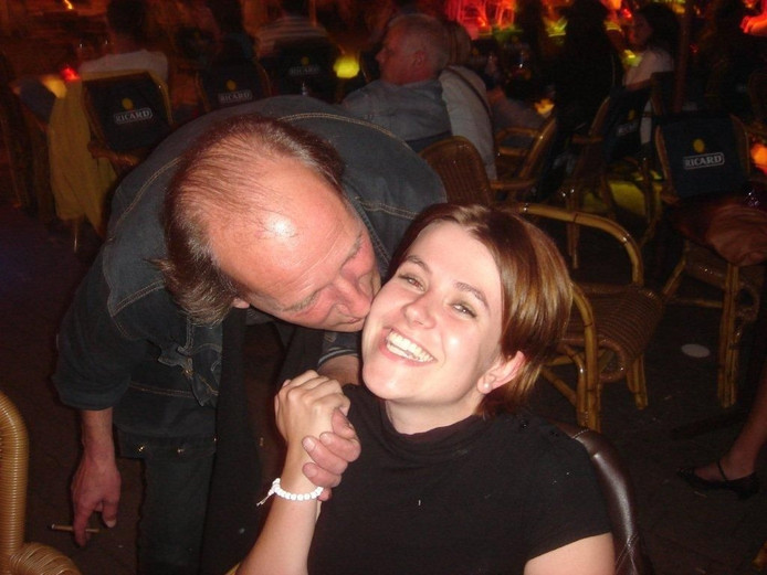 Rob met collega Agnes op het kermisterrasje van cafe Weemoed aan de Korte Heuvel in 2007.\nFoto Ruud Erich