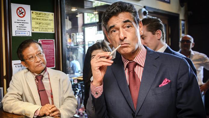 Gerard Spong, advocaat van Johan van Laarhoven, in een coffeeshop van The Grass Company.