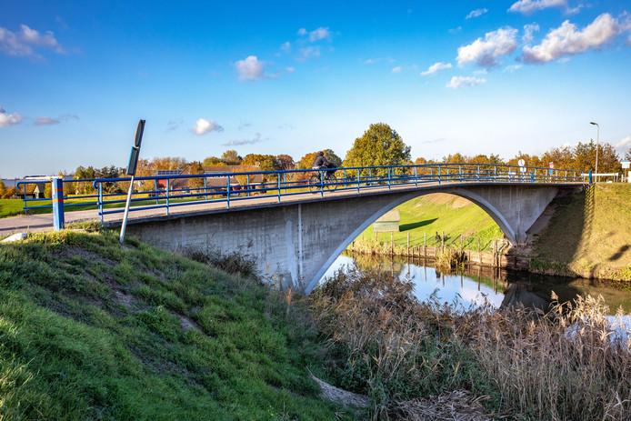 De Hoevenbrug achter de Marslanden, tussen de Oude Weg en de Kanaalweg, krijgt wegdekverwarming en is vanaf volgende winter ijsvrij.
