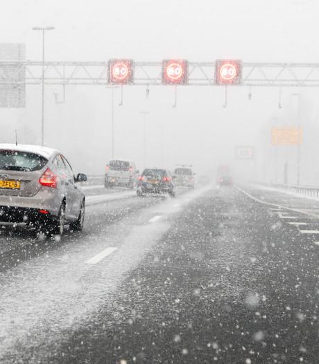 Het gaat morgen sneeuwen met hinder voor het verkeer als gevolg