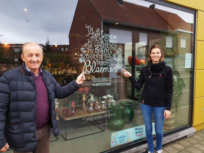 De spreuken zijn op 60 vitrines van handelszaken en organisaties in Waregem te vinden.