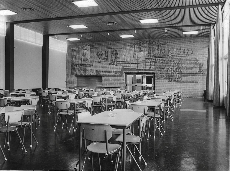 De Februaristaking, een werk uit 1959 van Lex Horn in de voormalige GVB-kantine.
