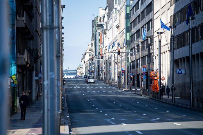 La rue de la Loi désertée à Bruxelles.