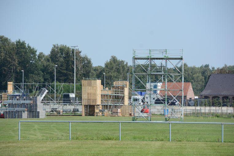 De opbouw van Crammerock op het aanpalende feestplein is intussen gestart.