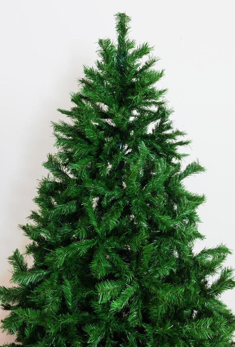 Een te symmetrische nepkerstboom. Beeld Thinkstock