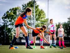 Hockeyclub Hoeksche Waard klopt aan bij gemeente voor nieuw veld