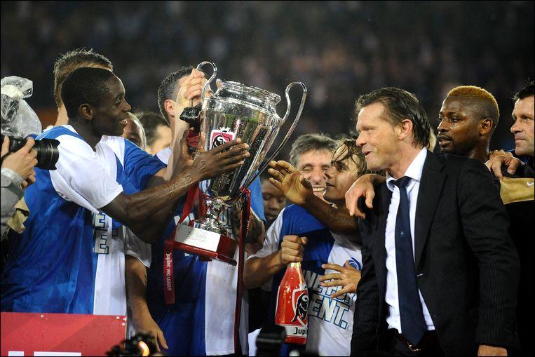 Chrys Mavinga (links) wil coach Frank Vercauteren ook eens de beker laten vasthouden bij de titel in 2011.