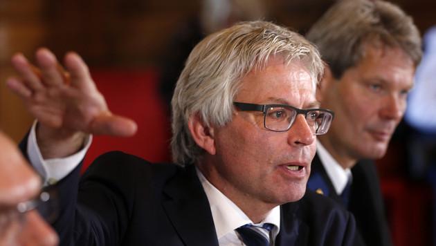 Ferd Crone, burgemeester van Leeuwarden.