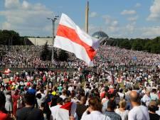 'Moskou zal druk uitoefenen op Loekasjenko om met pensioen te gaan'