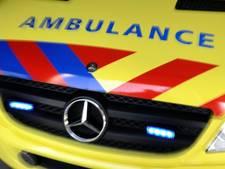 Fietser (22) ernstig gewond na ongeval met bestelbus