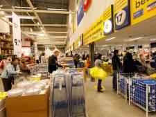 Kassamedewerker Ikea liet maandenlang klanten doorlopen zonder te betalen