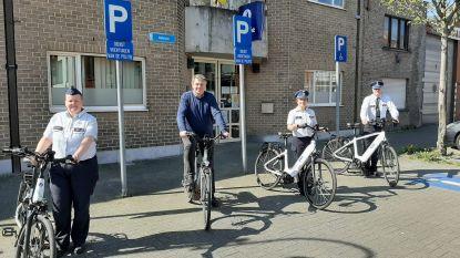 Politie krijgt drie elektrische fietsen die al meteen ingezet worden voor de controles tijdens het paasweekend