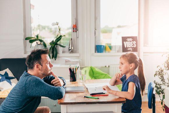 De federale regering voerde een corona-ouderschapsverlof in met een vergoeding die 25 procent hoger ligt dan bij het gewone ouderschapsverlof. Maar de Vlaamse ouders merken daar niets van omdat de Vlaamse aanmoedigingspremie geschrapt wordt,