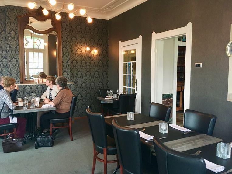 Het restaurant is opgedeeld in gezellige huiskamers.