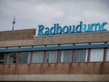 Ziekenhuizen kunnen coronastroom amper aan; 'Radboud-heli' klaar om patiënten naar Duitsland te verplaatsen