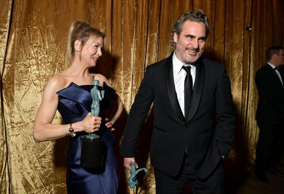 Renée Zellweger en Joaquin Phoenix zijn de grote winnaars van de SAG Awards.