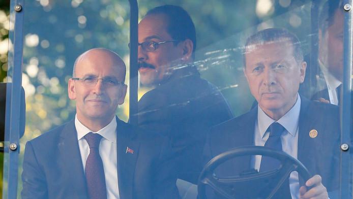 Simsek (l) met Erdogan