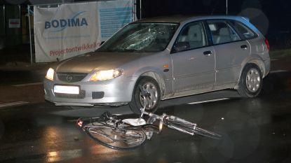 Wagen schept fietsster op: vrouw (20) zwaargewond
