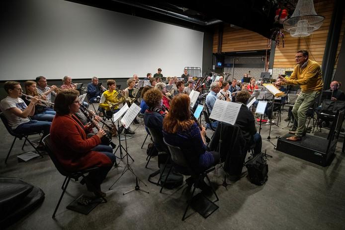 Muziekvereniging Meierijstad repeteert voor het concert.