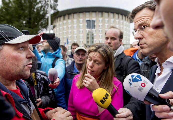 Premier Mark Rutte en minister Carola Schouten (Landbouw) gisteren met boeren in gesprek over stikstof op het Catshuis.