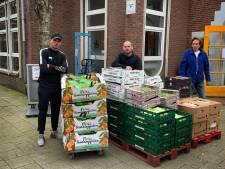 Rodney en Wesley Sneijder steken nek uit voor Voedselbank Ondiep: 'Juist nu moeten wij ze helpen'